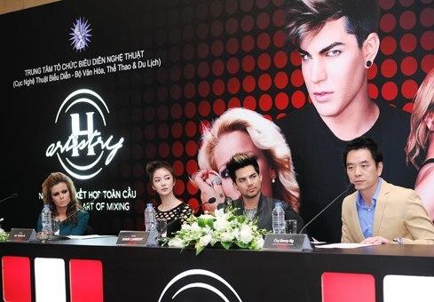 Từ trái qua: ca sĩ Bồ Đào Nha Aurea, Benny Ng hiện là Giám đốc điều hành của Moet Hennessy Việt Nam
