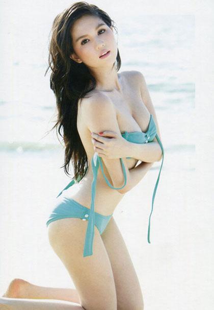 <p> Nếu thân hình đẹp thì chọn bikini càng đơn giản, bạn càng khoe được vẻ đẹp hiệu quả.</p>