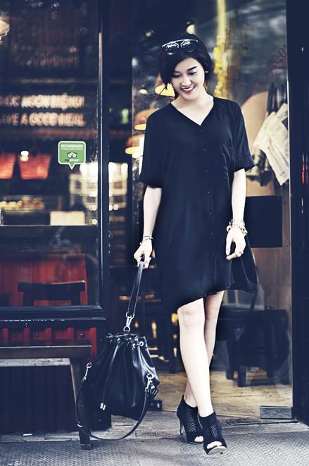 <p> Người đẹp cho biết, sơ mi dáng dài màu đen giúp các cô gái có thân hình đầy đặn che khuyết điểm.</p>