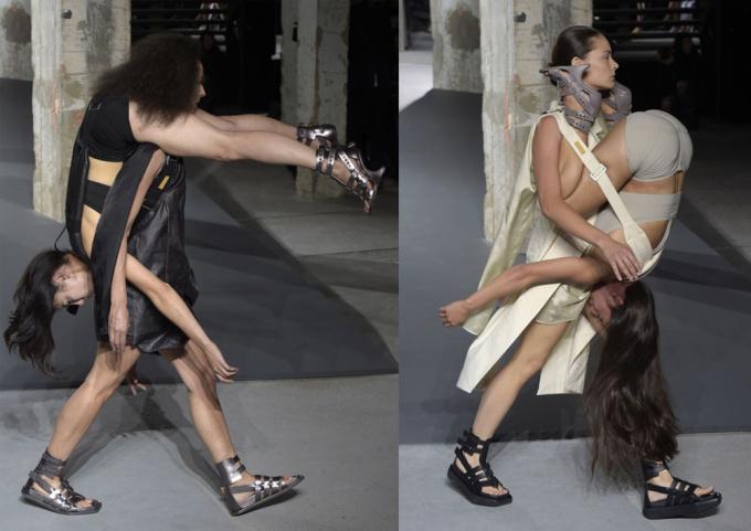 <p> Từng cặp người mẫu được buộc chặt vào nhau bằng các dây đai lớn chắc chắn, với một người bị treo ngược đằng trước hoặc sau lưng của người kia.</p>