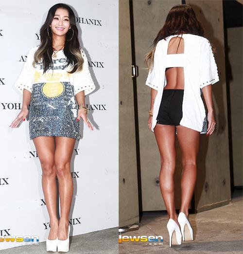 <p> Ca sĩ Hyorin giấu quần đằng trước, phía sau lộ phần lưng với chiếc áo cut-out.</p>