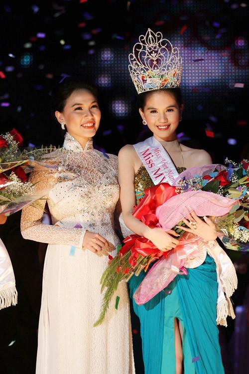 """<p> Cũng trong năm 2011, Ngọc Trinh tham gia <a href=""""https://giaitri.vnexpress.net/tin-tuc/gioi-sao/trong-nuoc/thi-sinh-miss-vn-international-trong-dam-da-hoi-1914377.html"""">cuộc thi</a> """"Hoa hậu người Việt hoàn cầu"""" tại Mỹ và giành ngôi cao nhất.</p>"""