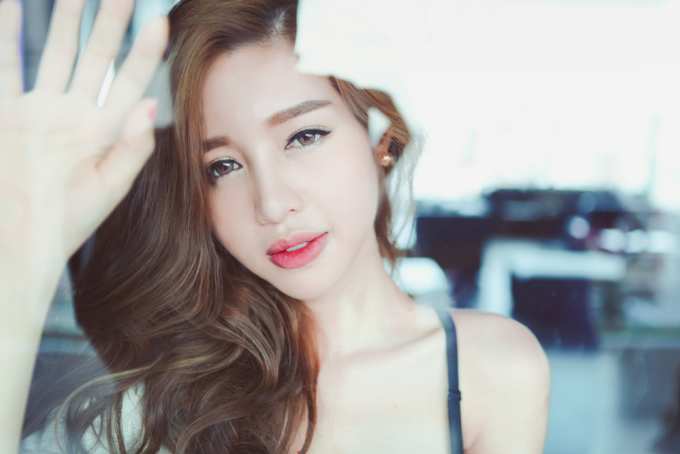 <p> Elly Trần muốn hướng tới hình ảnh là một người phụ nữ trưởng thành, chín chắn thay vì hot girl như trước.</p>