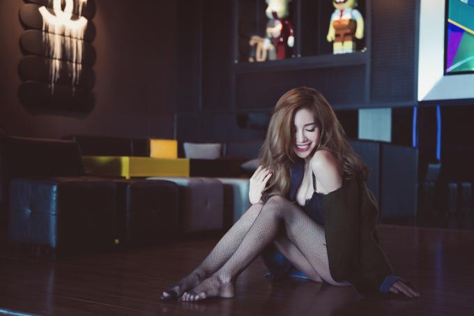 <p> Elly Trần cho biết bộ ảnh mới tung ra là một phần trong dự án đánh dấu sự quay trở lại showbiz của cô.</p>