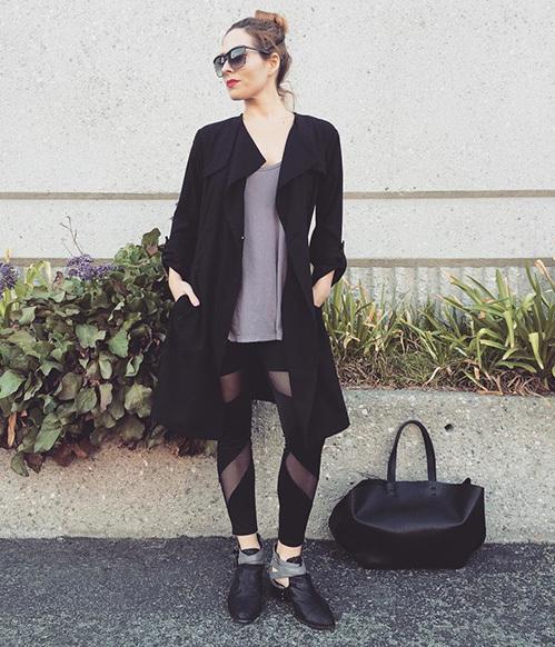 """<p class=""""Normal""""> Vào những ngày lạnh, các tín đồ thời trang có thể phối legging xuyên thấu cùng áo len và giày bốt, vừa ấm áp vừa sành điệu.</p>"""