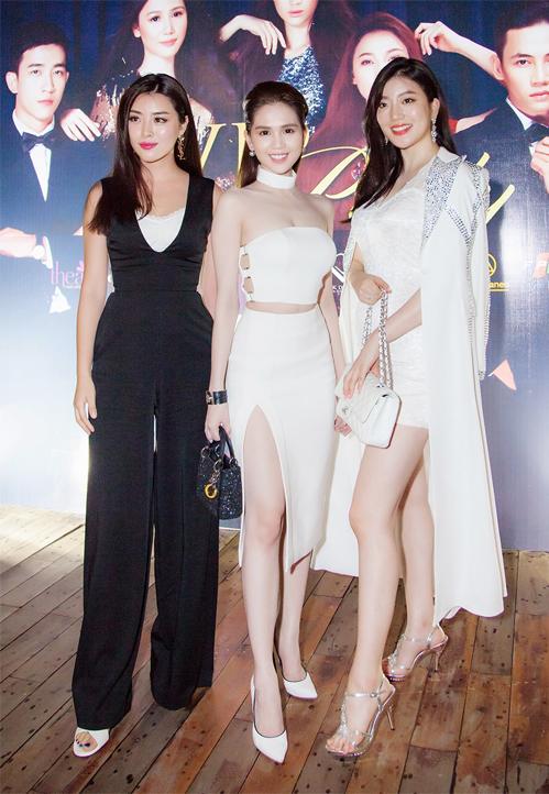<p> <em>Hoa hậu Thế giới Trung Quốc </em>2013 (Miss World China) Yu Weiwei chọn jumpsuit đen dự sự kiện.</p>