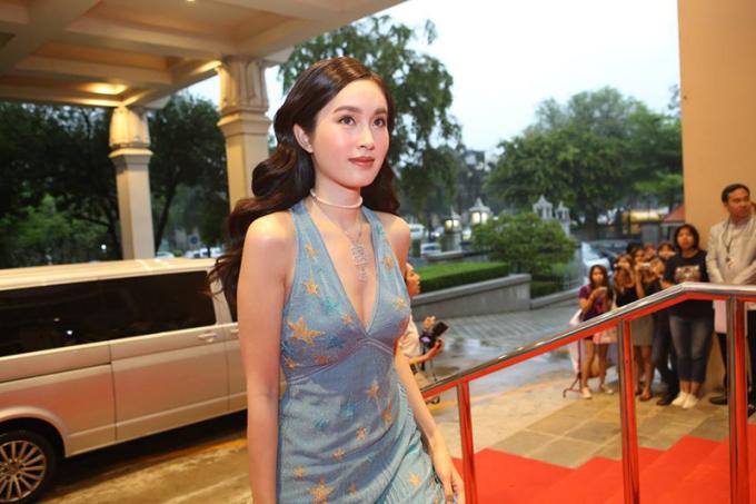 <p> Theo <em>Sohu</em>, Nong Poy tham dự một sự kiện điện ảnh ở Bangkok, Thái Lan hôm 13/7.</p>