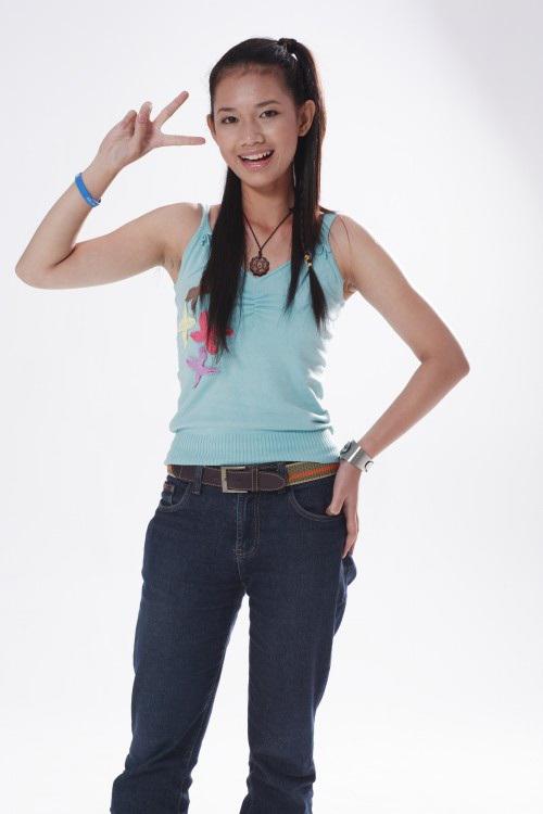 """<p class=""""Normal""""> Quỳnh Chi tên đầy đủ là Nguyễn Đỗ Quỳnh Chi, sinh năm 1990. Cô được biết tới là một hot girl đời đầu ở Sài Gòn. Năm 2006, người đẹp đánh dấu bước chân vào làng giải trí khi tham gia cuộc thi Hot Vteen. Thời bấy giờ, cô sở hữu nước da ngăm, gương mặt hài hòa, thân hình nhỏ nhắn.</p>"""