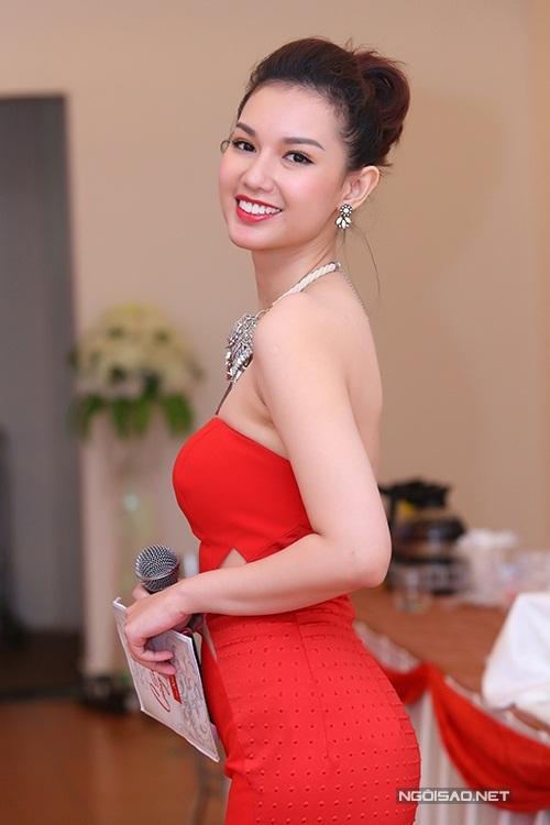 """<p class=""""Normal""""> Nhan sắc của Quỳnh Chi năm 2014. Qua nhiều năm, người đẹp vẫn giữ được vẻ tươi trẻ, nữ tính, nước da sáng hơn.</p>"""