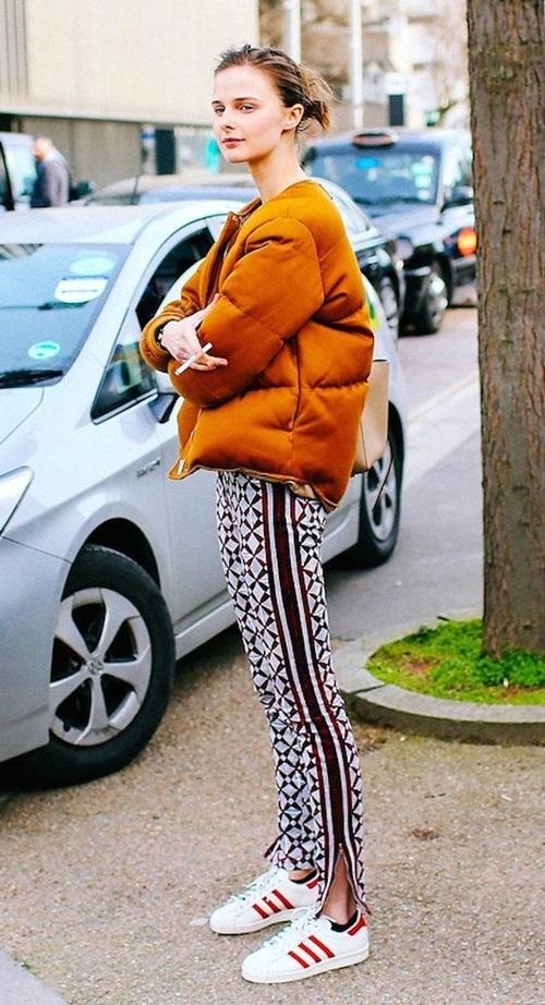 <p> Áo phao nhồi bông hoặc lông vũ giữ ấm cơ thể khá tốt.</p>