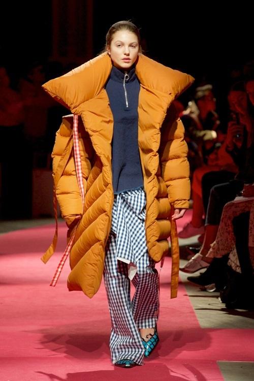 """<p class=""""Normal""""> Với sự lăng xê của nhiều hãng mốt thế giới, áo phao là một trong những xu hướng nổi trội của mùa thời trang Thu Đông năm nay.</p>"""