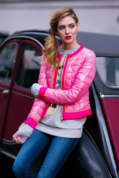 """<p class=""""Normal""""> Áo phao gọn nhẹ màu hồng fuchsia được nhiều cô gái yêu thích.</p>"""