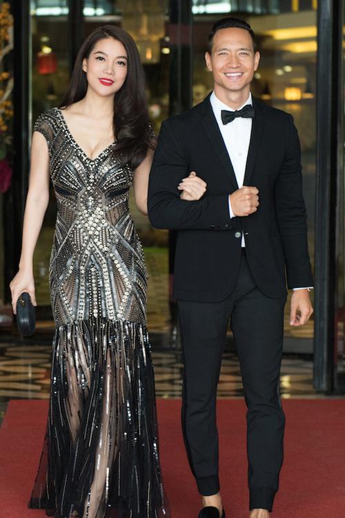 """<p class=""""Normal""""> <span>Trong Liên hoan phim Kim Kê, Trung Quốc,</span><span>Trương Ngọc Ánh chọn p</span><span>hong cách cá tính với bộ váy tua rua xuyên thấu của nhà thiết kế Công Trí.</span></p>"""