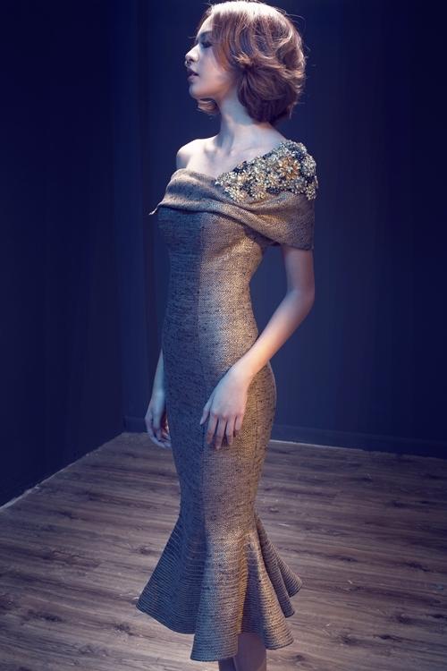 """<p class=""""Normal""""> Lê Thanh Hòa cho biết anh chọn quán quân The Face mùa đầu tiên đại diện cho bộ sưu tập mới vì cô có hình thể mong manh, diễn xuất biến hóa làm tôn vẻ đẹp trang phục.</p>"""