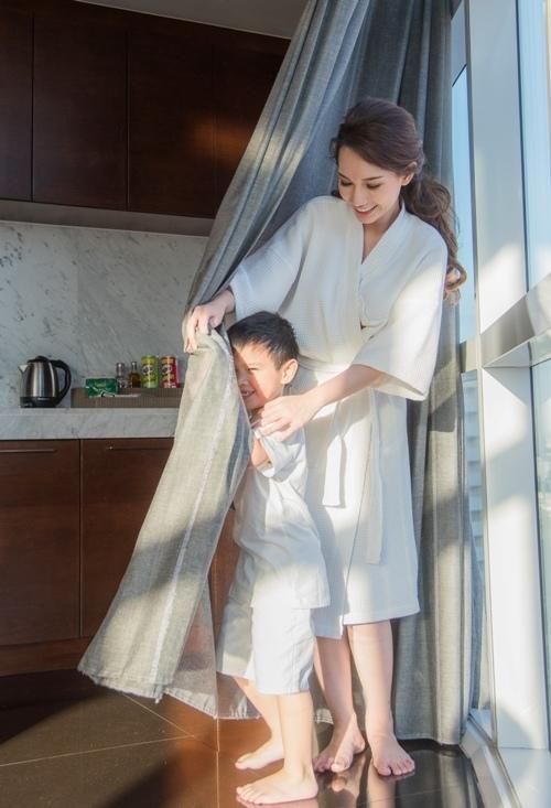 Quỳnh Chi hội ngộ cùng con trai và chồng cũ tại Mỹ