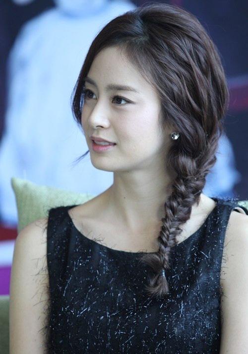 """<p class=""""Normal""""> Kim Tae Hee rạng rỡ, tươi trẻ năm 32 tuổi.</p>"""