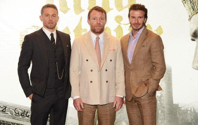<p> Trên tạp chí<em> The Times</em>, David nói đã biết trước vai diễn sẽ nhận nhiều chỉ trích. Trước đây, anh từng chia sẻ trên <em>AskMen</em> là không muốn đóng phim lâu dài và tự thấy diễn xuất của mình còn cứng nhắc. Anh nhận lời tham gia phim vì mối quan hệ thân thiết với đạo diễn Guy Ritchie (giữa). Năm 2015, đạo diễn nổi tiếng cũng mời David Beckham đóng một vai nhỏ trong <em>The Man From the U.N.C.L.E.</em></p>