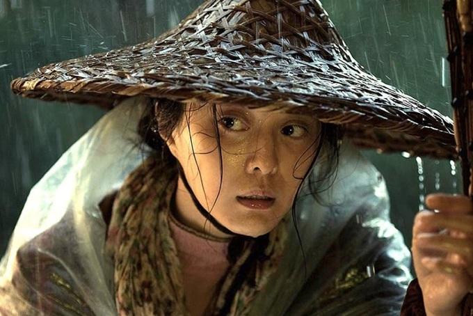 <p> Năm 2016, Phạm Băng Băng nhận nhiều lời khen từ giới chuyên môn khi hóa thân thành người phụ nữ quê mùa trong <em>Tôi không phải là Phan Kim Liên</em> của đạo diễn Phùng Tiểu Cương. Nhân vật của cô bị chồng quy tội ngoại tình và lên thủ đô để tìm lại công lý. Vai diễn mang về cho Phạm Băng Băng giải <em>Nữ diễn viên chính xuất sắc</em> tại Liên hoan phim quốc tế San Sebastian (Tây Ban Nha) 2016.</p>