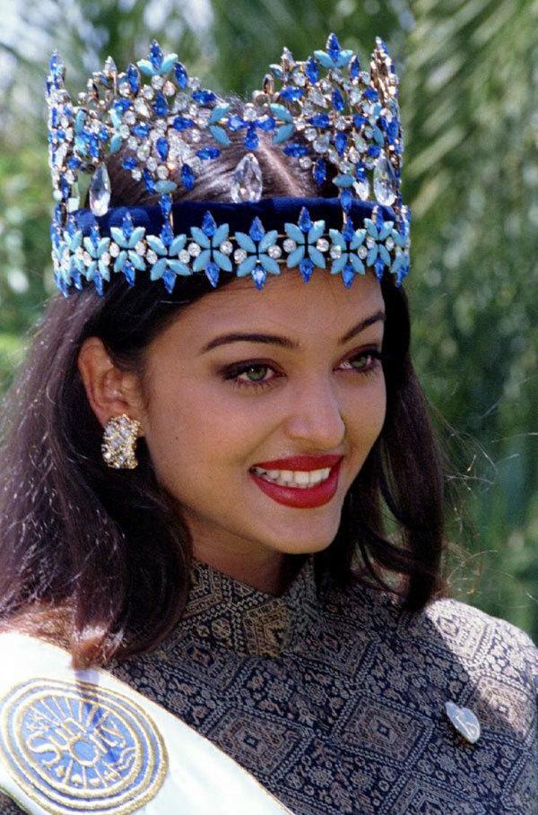 <p> Aishwarya Rai sinh năm 1973 tại Mangaluru, Karnataka, Ấn Độ. Cô là con của nhà hải dương học Krishnaraj Rai và nhà văn Vrinda Rai. Gia đình Aishwarya Rai chuyển tới Mumbai khi cô vào trung học.</p>
