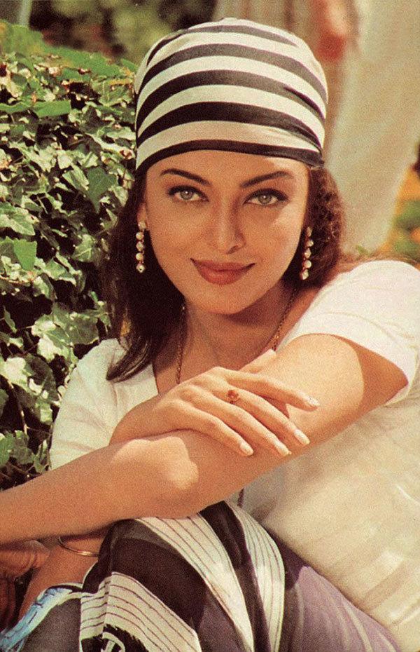 """<p> Ngôi vị Hoa hậu Thế giới giúp <a href=""""https://vnexpress.net/giai-tri/tin-tuc/gioi-sao/quoc-te/hoa-hau-aishwarya-rai-xuat-hien-sau-vu-ro-ri-ho-so-panama-3384760.html"""">Aishwarya Rai </a>phát triển sự nghiệp diễn xuất và làm mẫu. Vai diễn đầu tiên của cô trong <em>Iruvar</em> (năm 1997) được đánh giá cao. Tác phẩm cũng chiến thắng hạng mục """"Phim hay nhất"""" tại Belgrade International Film Festival.</p>"""