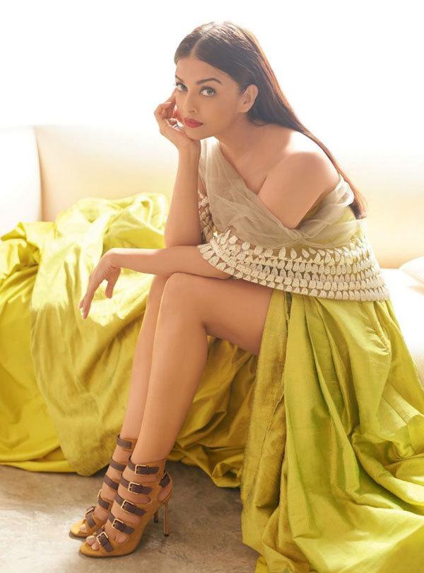 """<p> Hoa hậu nỗ lực giảm cân và lấy lại vóc dáng sau ba năm sinh con gái. Cô nhận danh hiệu """"Người đẹp nhất thế giới"""" của <em>People</em>, """"Phụ nữ châu Á quyến rũ nhất"""" của<em> Eastern Eye</em>... Aishwarya Rai cũng là diễn viên có thù lao cao nhất tại Ấn Độ.</p>"""