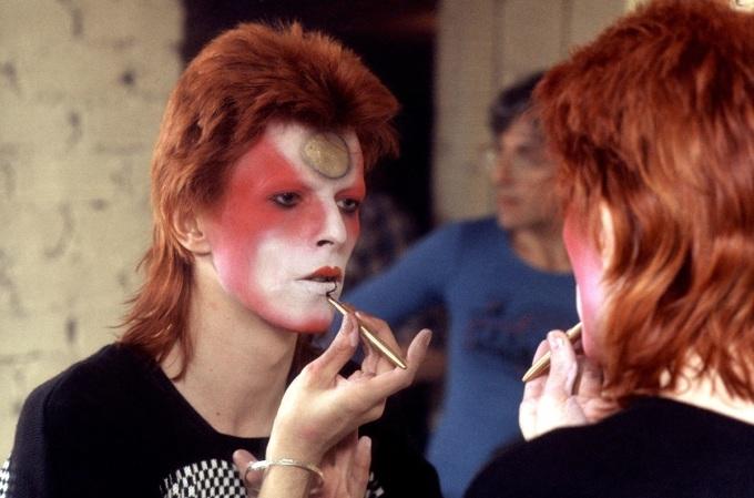 """<p class=""""Normal""""> Trong quá khứ, biểu tượng âm nhạc, thời trang David Bowie là đại diện xuất sắc của tóc mullet.</p>"""