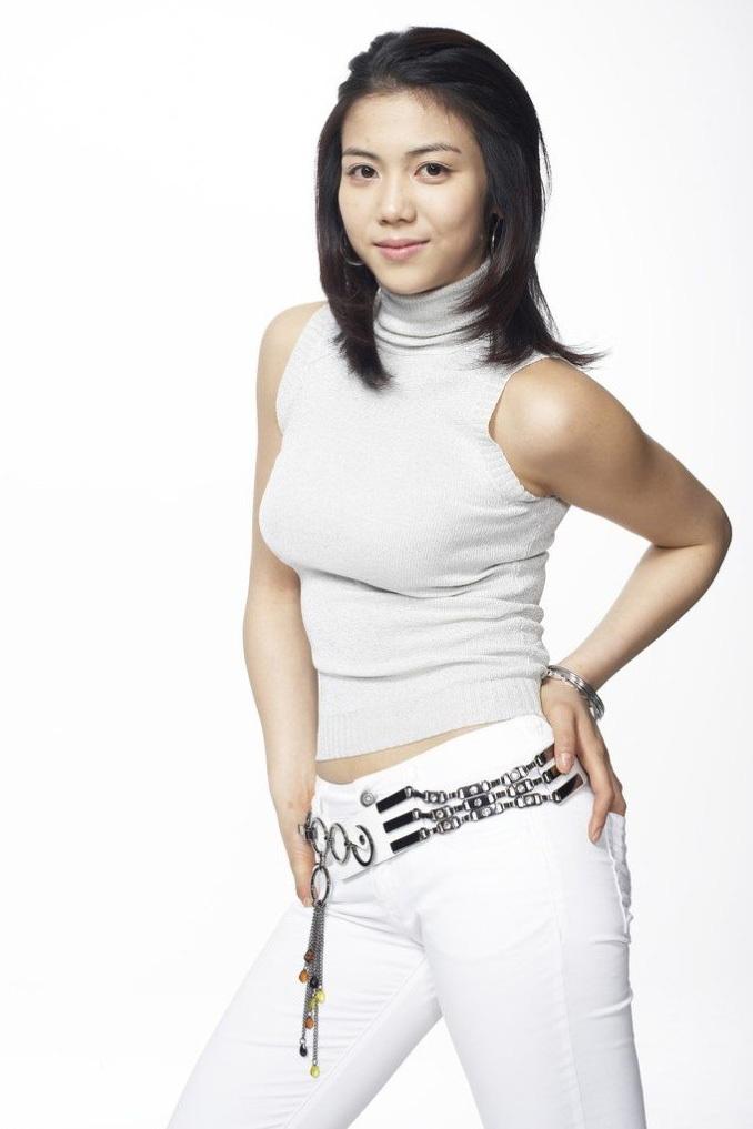 """<p> Tám năm sau """"Thirst"""", Kim Ok Bin không có được thành công tương tự dù tham gia nhiều thể loại như phim tiểu sử, chiến tranh hay khoa học viễn tưởng. Phải đến """"The Villainess"""" (2017), người đẹp mới lại gây tiếng vang quốc tế.</p>"""