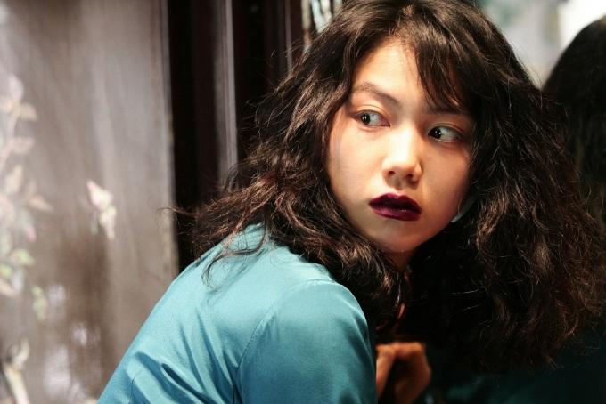 """<p> """"Thirst"""" giành giải của Ban Giám khảo (Jury Prize) tại Liên hoan phim Cannes, còn Kim Ok Bin nhận đề cử Giải thưởng Điện ảnh Rồng Xanh cùng một số giải khác. Richard Corliss của tờ <em>Time</em> nhận xét: """"Dù ở tuổi 22, cô ấy thể hiện được nhiều khía cạnh của nhân vật: vừa ngoan ngoãn, câm lặng, vừa mạnh mẽ, hăng hái lại khêu gợi, quyến rũ"""".</p>"""