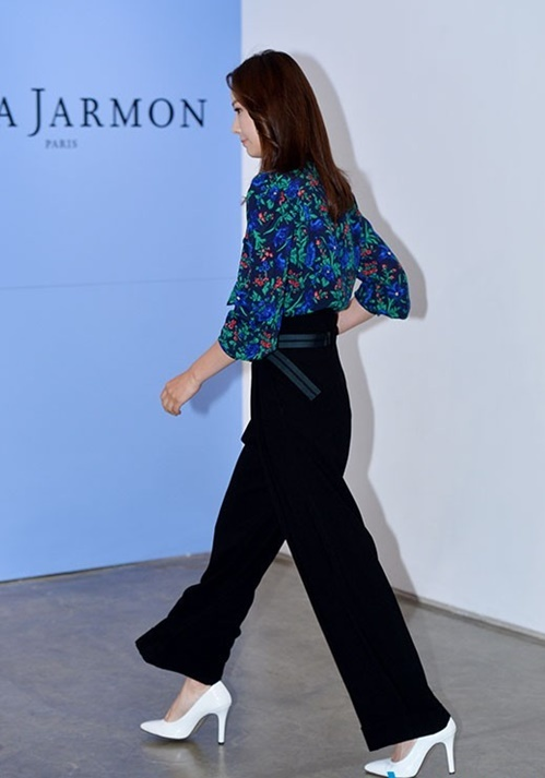 <p> Xuất hiện trong một sự kiện ở Seoul Hàn Quốc vào chiều 3/8, Son Tae Young gây chú ý với trang phục giản dị, áo sơ mi họa tiết, quần kiểu phối giày trắng.</p>