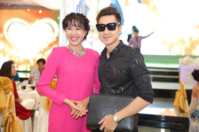 <p> MC Quỳnh Hoa và ca sĩ Tùng Lâm.</p>