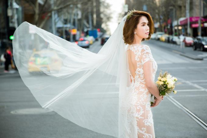 """<p class=""""Normal""""> Nhân chuyến công tác tại Australia vừa qua, Ngọc Trinh kết hợp cùng Đỗ Long thực hiện bộ ảnh váy cưới.</p>"""