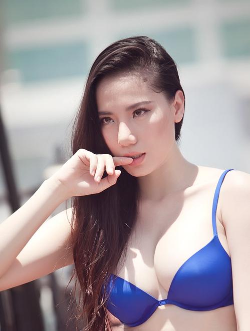 <p> Chung Thục Quyên đại diện Việt Nam tại Hoa hậu Quốc tế 2010. Người đẹp sinh năm 1987, cao 1,72 m và có số đo ba vòng 82-61-91 cm. Cô không có thành tích sau cuộc thi này.</p>