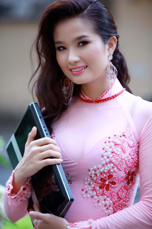 """<p> Cao Thùy Dương dự Hoa hậu Quốc tế 2008 diễn ra tại Nhật Bản, Hong Kong và Macau. Cô giành giải <a href=""""https://giaitri.vnexpress.net/tin-tuc/gioi-sao/trong-nuoc/thuy-duong-la-hoa-hau-duoc-yeu-thich-nhat-qua-mang-1900059.html"""">""""Hoa hậu được khán giả yêu thích""""</a> nhờ bình chọn của khán giả.</p>"""