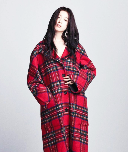 <p> Ngày 19/9, truyền thông Hàn đưa tin Han Hyo Joo hoàn tất thủ tụcmua tòa nhà trị giá 5,5 tỷ won (khoảng 110 tỷ đồng) tại Hannam Dong, Seoul - đối diện căn hộ Hannam Hill - nơi cô đang sinh sống.</p>