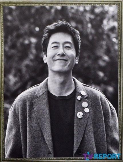 Theo Daum, nhiều người bật khóc khi thấy nụ cười hiền hậu của Kim Joo Hyuk trên di ảnh.