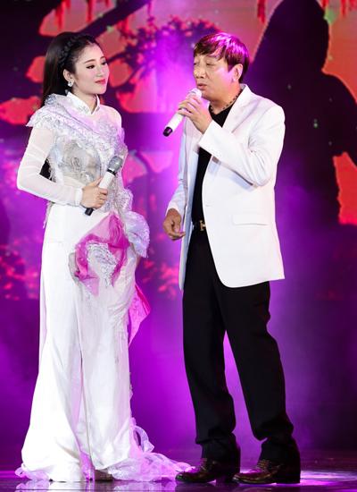 Tố My và Trường Vũ hát chung hồi năm 2016.