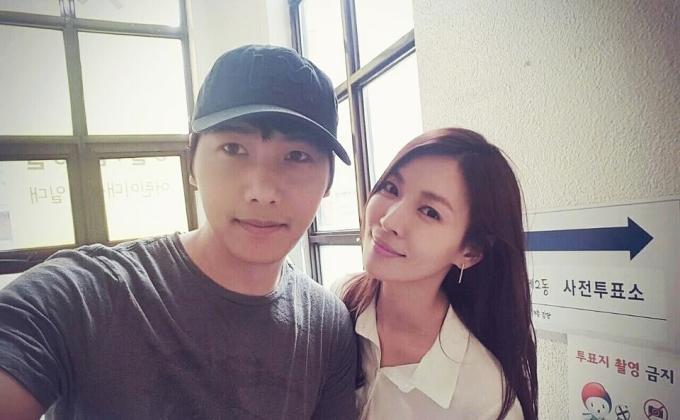 """<p> Theo <em>My Daily</em>, Lee Sang Woo là người chu đáo, hiền lành. Anh tốt nghiệp Đại học Hàn Quốc danh giá, gia nhập làng giải trí năm 2005 và chưa từng vướng scandal. Tài tử từng đóng <em>Cuộc sống tươi đẹp</em>, <em>Mã y,</em><em>A thousand days' promise,</em><em style=""""color:rgb(0,0,0);"""">Nam thanh nữ tú thế kỷ 20</em><span style=""""color:rgb(0,0,0);"""">...</span></p>"""