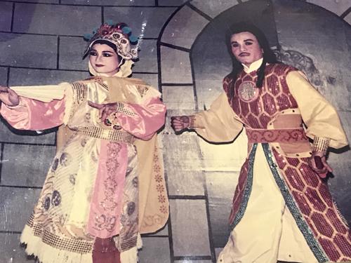 Cặp nghệ sĩ Thanh Thanh Hiền (trái) - Minh Thành trong Chuyện tình hai kẻ thù năm 1994.