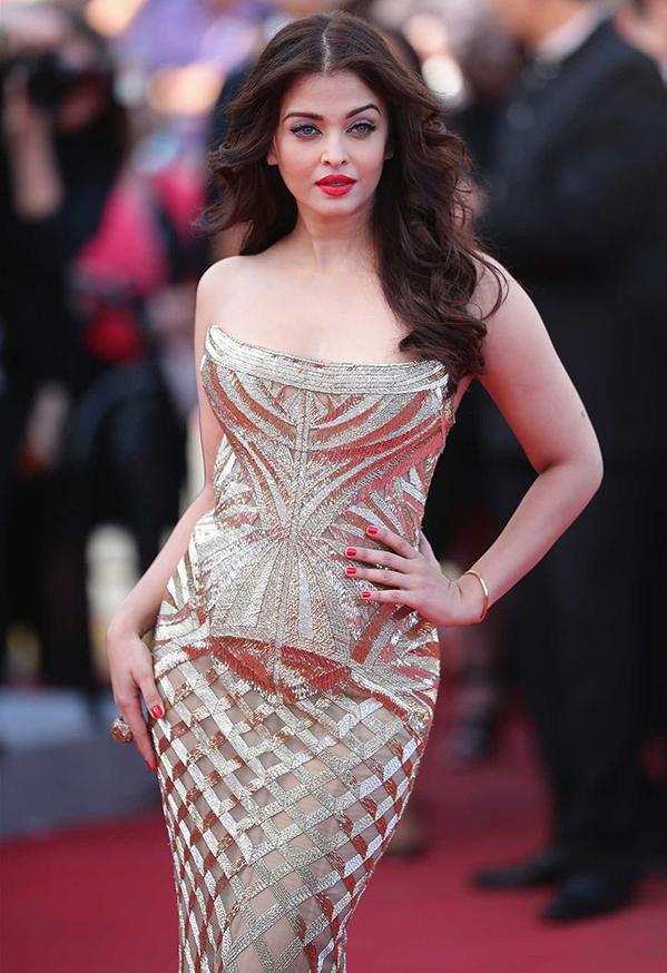 """<p class=""""Normal""""> Hoa hậu đẹp nhất thế giới Aishwarya Rai Bachchan sinh năm 1973, cao 1,7 m.</p>"""