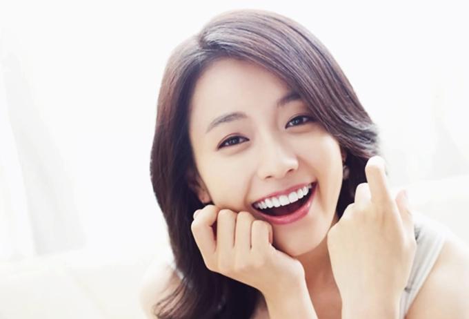 """<p> Han Hyo Joo đón sinh nhật lần thứ 31 vào hôm nay - ngày 22/2. Trên một số diễn đàn, nhiều fan chia sẻ những khoảnh khắc rạng rỡ giúp diễn viên giữ vững danh hiệu """"Mỹ nhân cười đẹp nhất Hàn Quốc"""" gần 7 năm nay.</p>"""