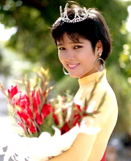 Hoa hậu Kiều Khanh đăng quang Hoa hậu Áo dài TP HCM 1989.