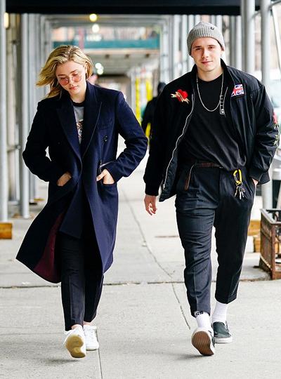 Chloe Grace Moretz tới New York nhân dịp sinh nhật lần thứ 19 của Brooklyn Beckham. Cô cùng các thành viên trong gia đình Beckham dự tiệc sinh nhật Brooklyn tại New York. Ngày 11/3, Chloe Grace Moretz phải xa người yêu kém tuổi để tham gia dự án công việc mới.