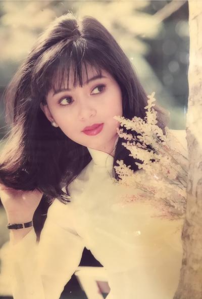 Sau khi tốt nghiệp đại học năm 1993, cô trở thành tiếp viên hàng không. Công việc này mang tới cho cô cơ hội được thăm thú các thành phố trên khắp thế giới như Paris, Berlin và Sydney cũng như người chồng đại gia, một doanh nhân thành đạt Việt kiều Philippines - ông Jonathan Hạnh Nguyễn.