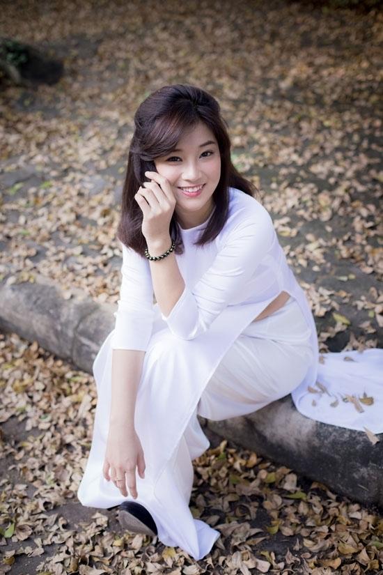 <p> Năm 2015, Hoàng Yến Chibi thay đổi hình ảnh với kiểu tóc ngắn ngang vai.</p>