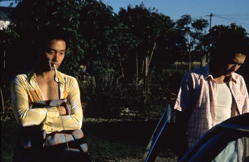 Trương Quốc Vinh (trái) và Lương Triều Vỹ trong Happy Together.