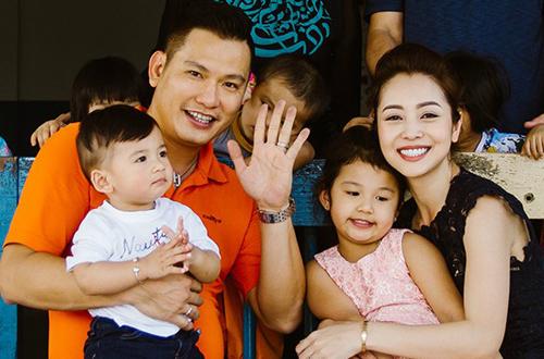 Jennifer Phạm sinh hai đứa con cùng chồng thứ hai. Con gái tên Na - năm nay 5 tuổi, con trai tên Nu - năm nay