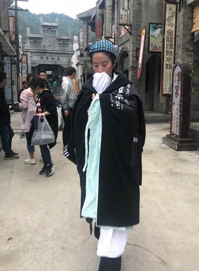 Các bức ảnh của Lưu Diệc Phi gây sốt trên Weibo, lọt vào top 10 tìm kiếm.