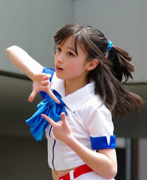 <p> Năm 2013, các bức ảnhKanna Hashimoto tại một buổi trình diễn được nhiều khán giả chia sẻ trên mạng xã hội. Ca sĩ 14 tuổi trở thành từ khóa tìm kiếm nổi bật trên Internet. Theo <em>Et</em>, trang web công ty quản lý củaKanna bị nghẽn do lượng người truy cập tăng đột biến.</p>