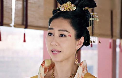 Khán giả bình luận hài hước về sạn trong phim gây sốt của TVB - 1