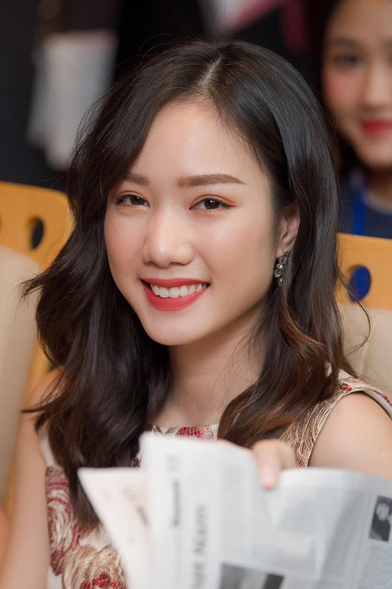"""<p class=""""Normal""""> Hồng Tuyết là một trong 19 thí sinh khu vực phía Nam vào chung kết Hoa hậu Việt Nam 2018. Từ vòng sơ khảo, cô đã thu hút các ống kính với nhan sắc ngọt ngào kiểu con gái miền Tây.</p>"""